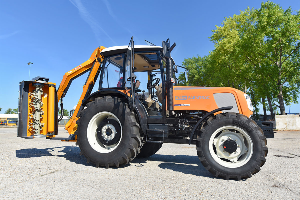 Traktor Farmtrac DT 675195